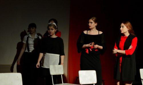Пьеса «8 любящих женщин»